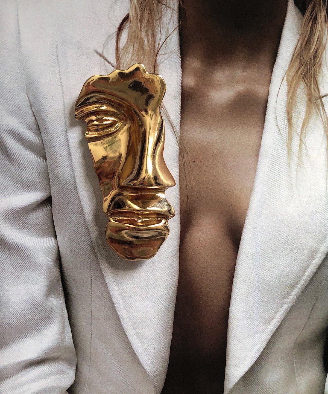 'Antheia' gold brooch