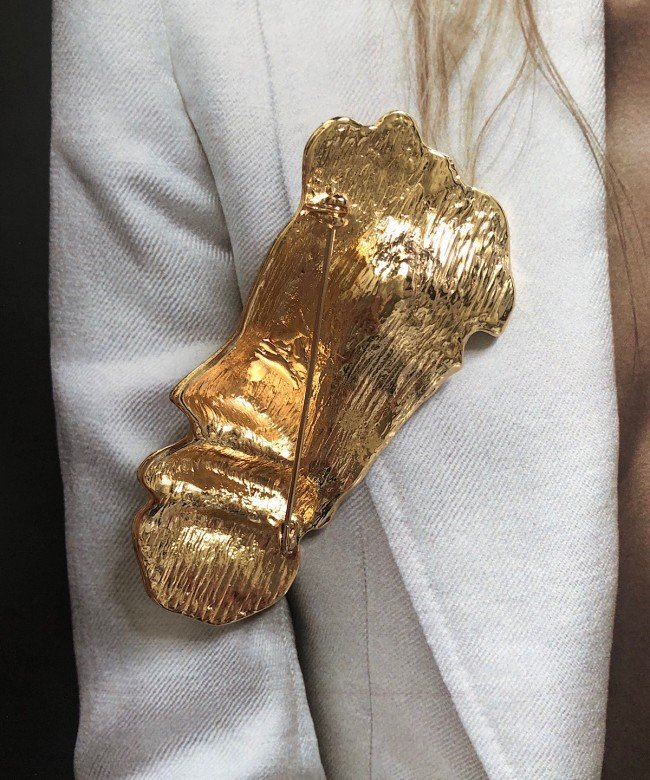 'Antheia' gold brooch